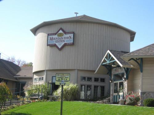 Mt-pleasant_Mountain-Town-Station-exterior---courtesy-of-Mt-Pleasant-CVB